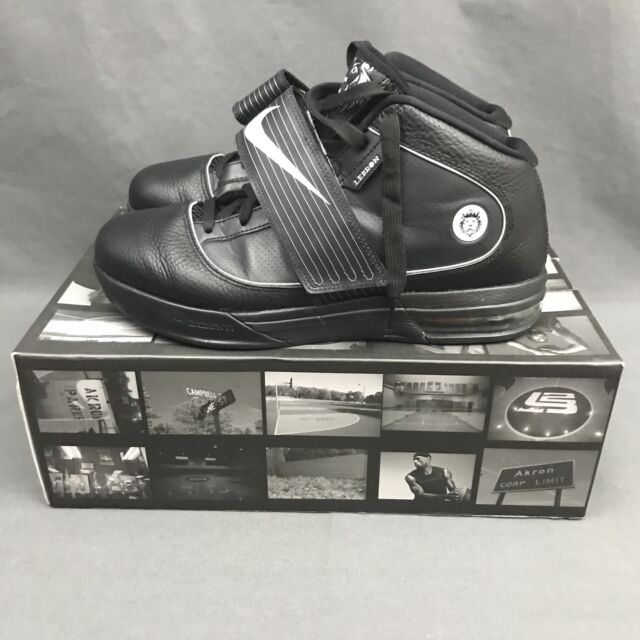 f017f075c681 Nike Zoom Soldier IV TB 2010 Black Sneakers 407630 001 Size 10 w  Original  Box