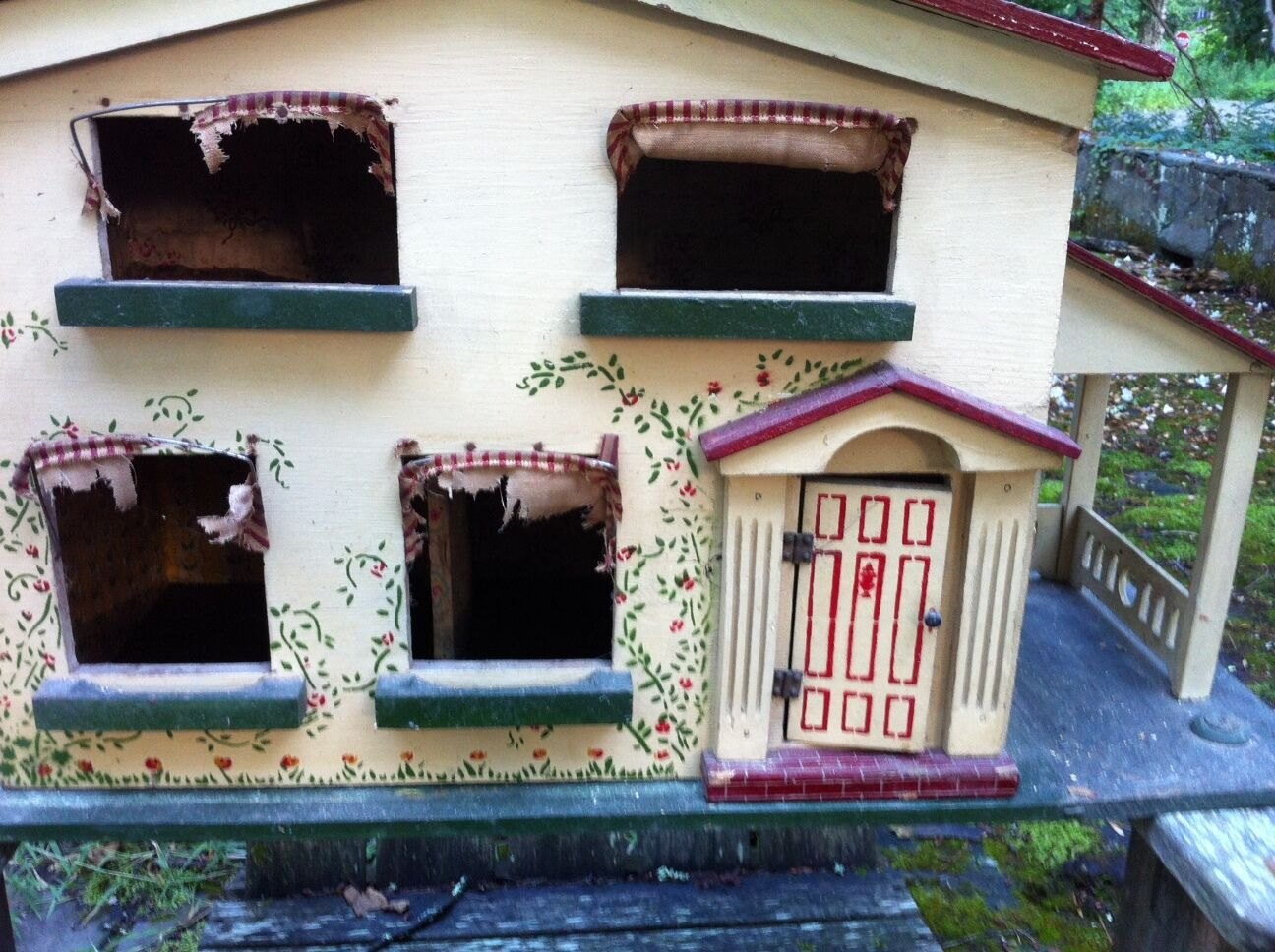 Antique Large American Colonial Dollhouse  2 story, 3 rooms  100 year + old