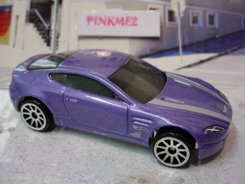 2015 Hw Exotics Exclusiv ∞ Aston Martin V8 Vantage ∞ Lila;10sp Locker Hot Wheels