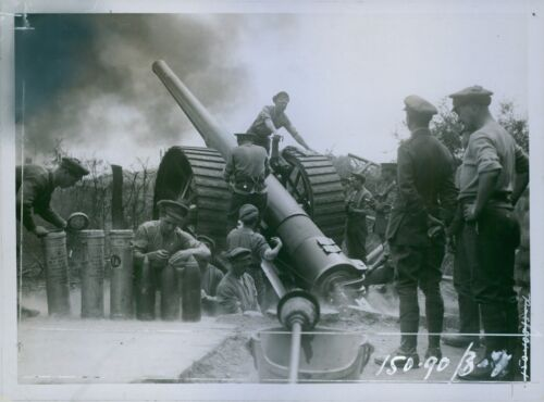 A heavy gun in action from the British Western Front 1916 8x10 photo