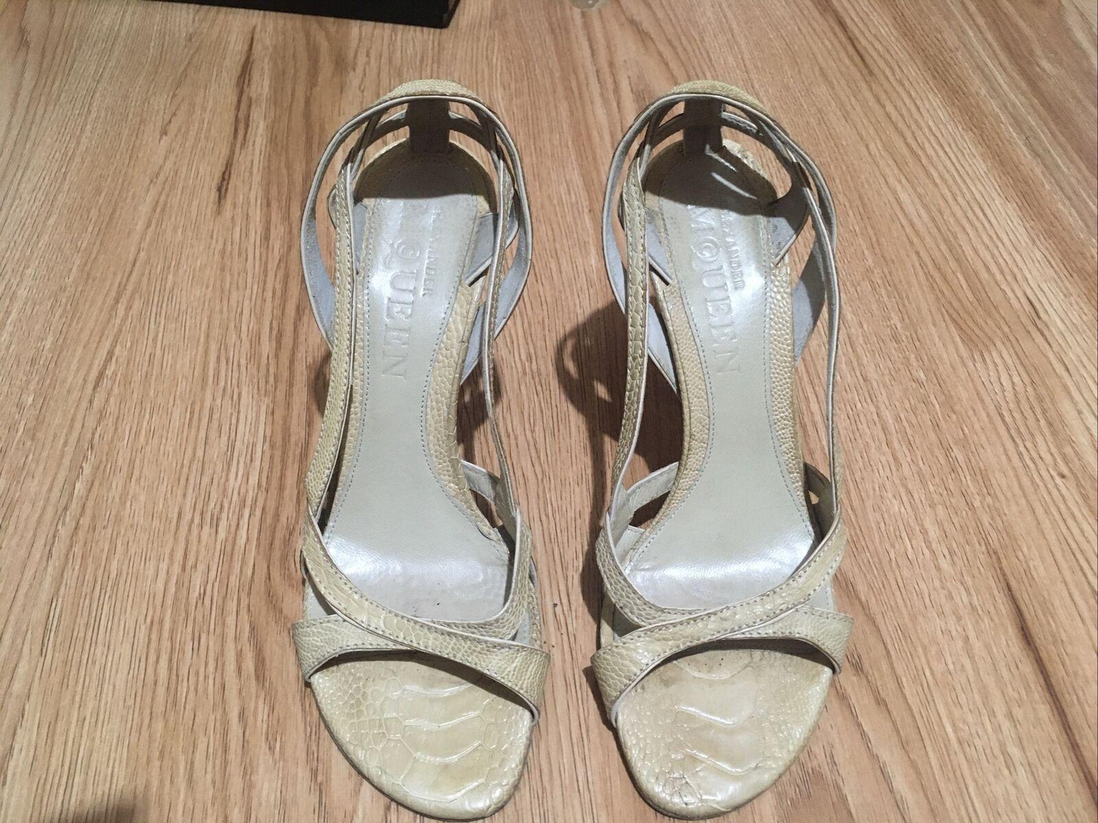 Rare Alexander McQueen Beige Leather Heels with crocodile print