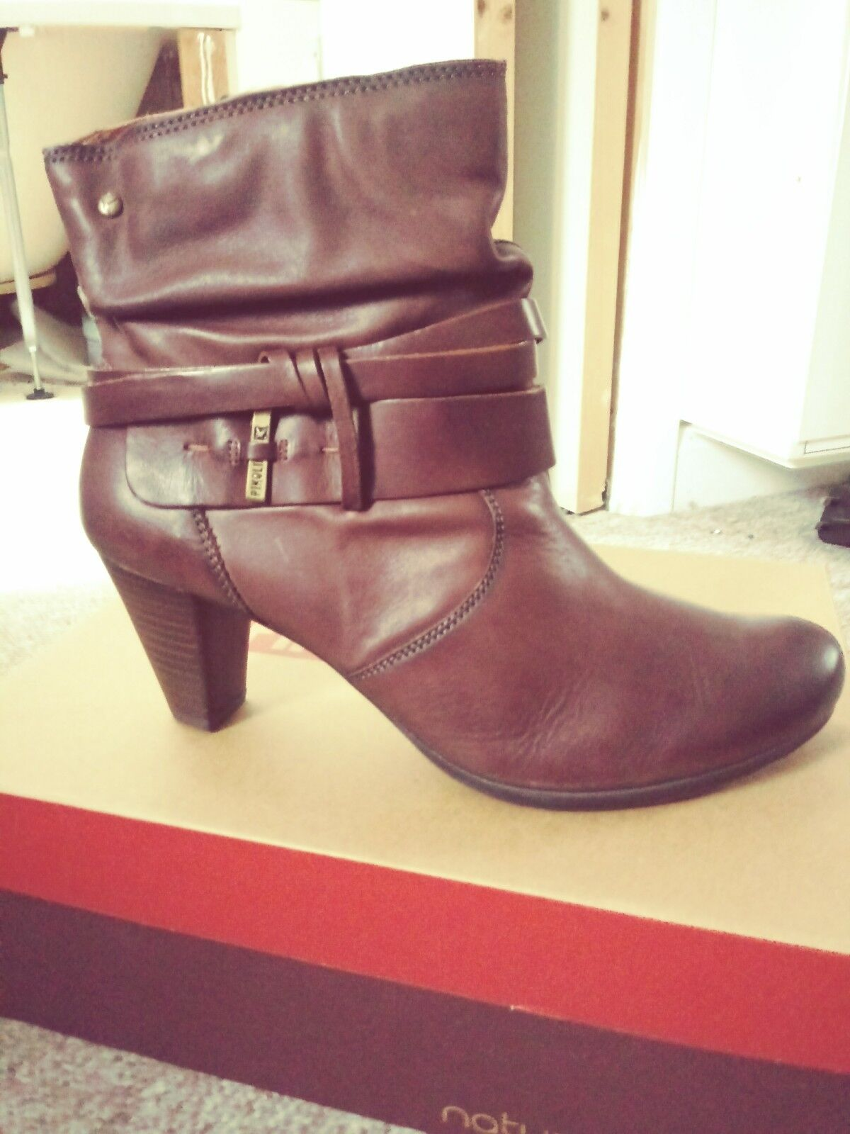Brand New in Box PIKOLINOS En cuir Marron Bottines Taille 8