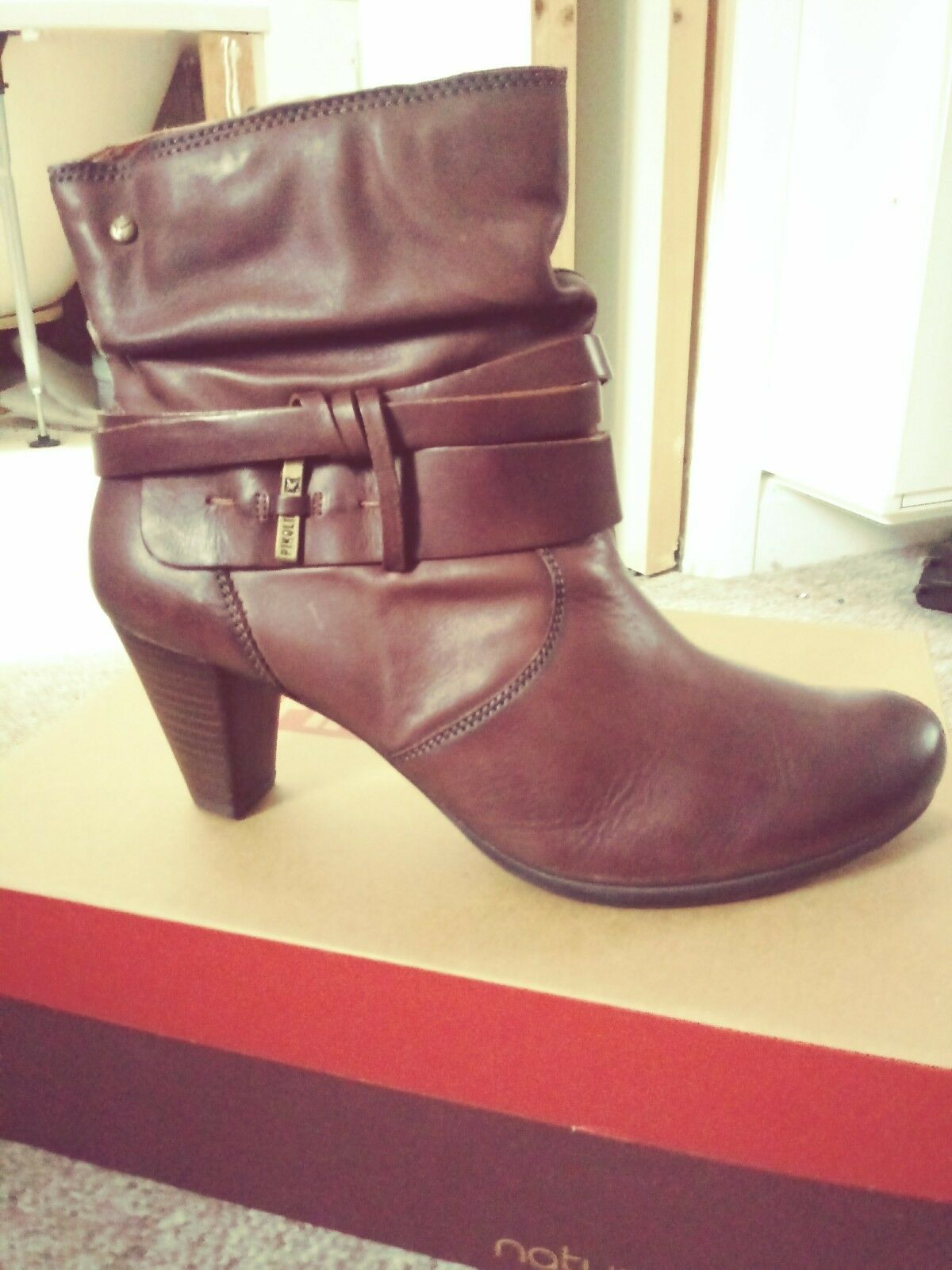 Brand New in Box PIKOLINOS En cuir Marron Bottines Taille 8