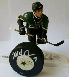 read MIKE MODANO HOF SIGNED DALLAS STARS PUCK + LOT NHL MCFARLANE LEGENDS FIGURE