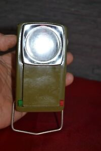 Lampe De Poche Ancienne En Metal Kaki A Filtres Mobiles Vert Et