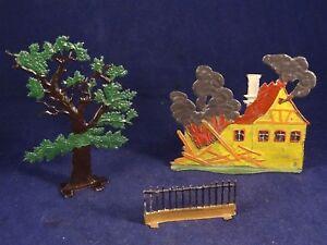 Ancien Jouet Plat D'étain Figurine Maison Feu Incendie Arbre Barrière 1910/20