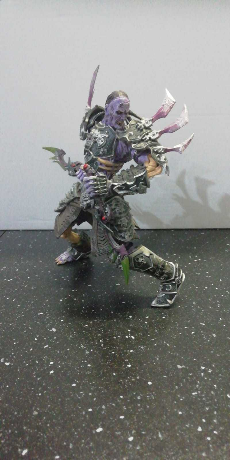 DC World Of Warcraft Series 3 - Undead Rogue Skeeve Sorrowblade Action Figure