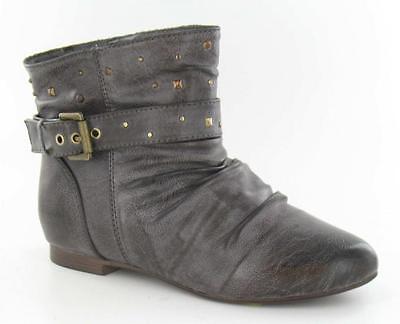 Ausverkauf Mädchen Spot on braun Hineinschlüpfen Stiefel Kette Stecker detail.