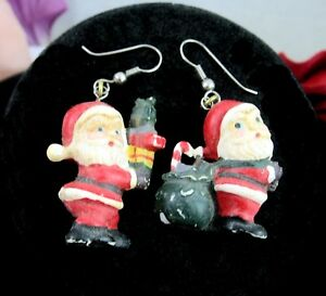 SANTA-CLAUS-Dangle-PIERCED-EARRINGS-Vintage-With-Black-Back-Christmas-Presents