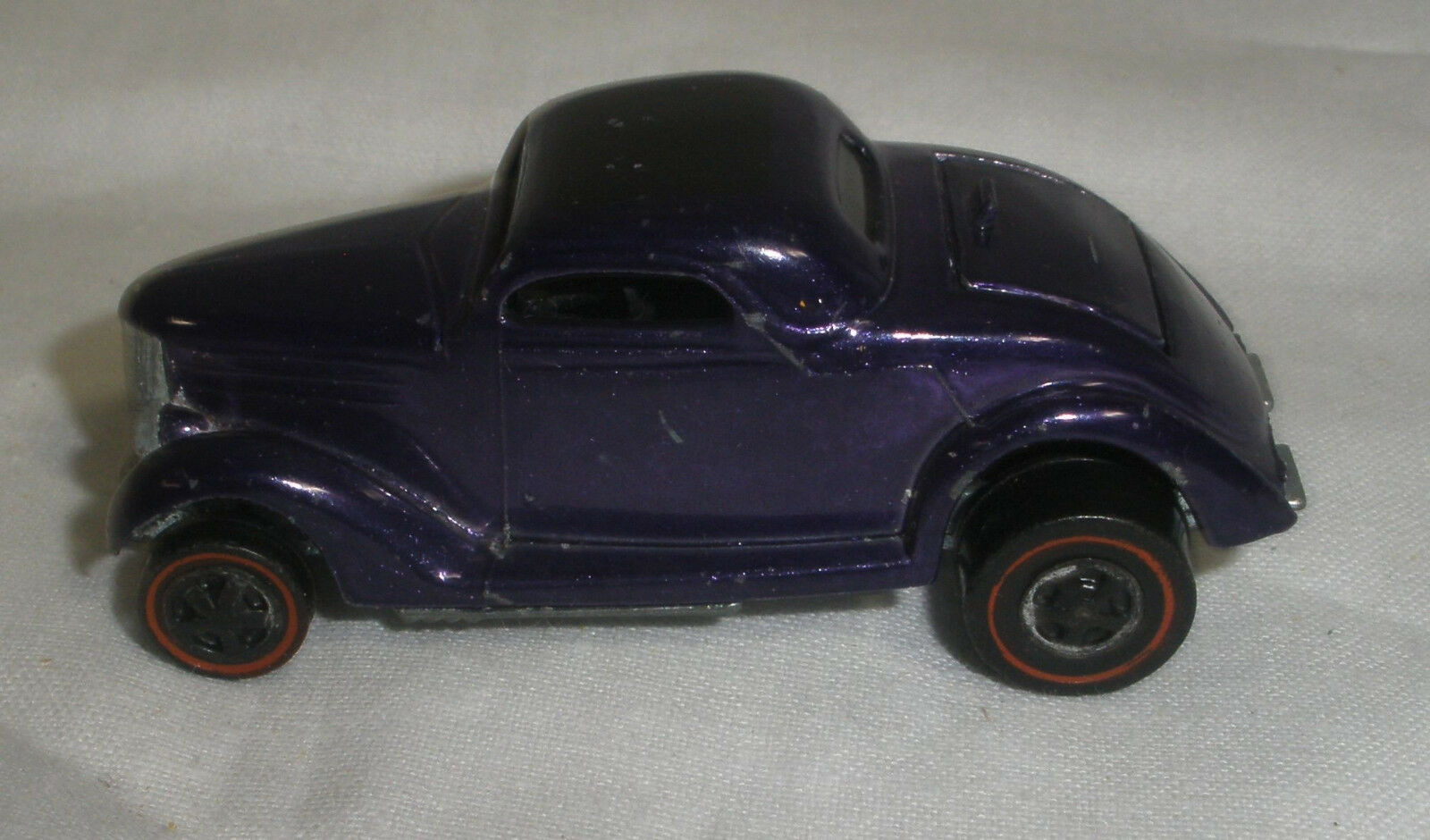 Hot wheels rotline classic 36 ford coupé lila