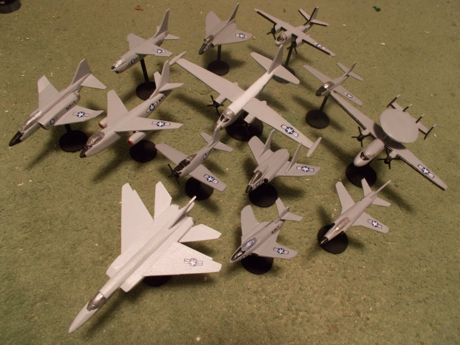 US Navy Aircraft Collection (13) Built and Painted Models, 1 144 Scale