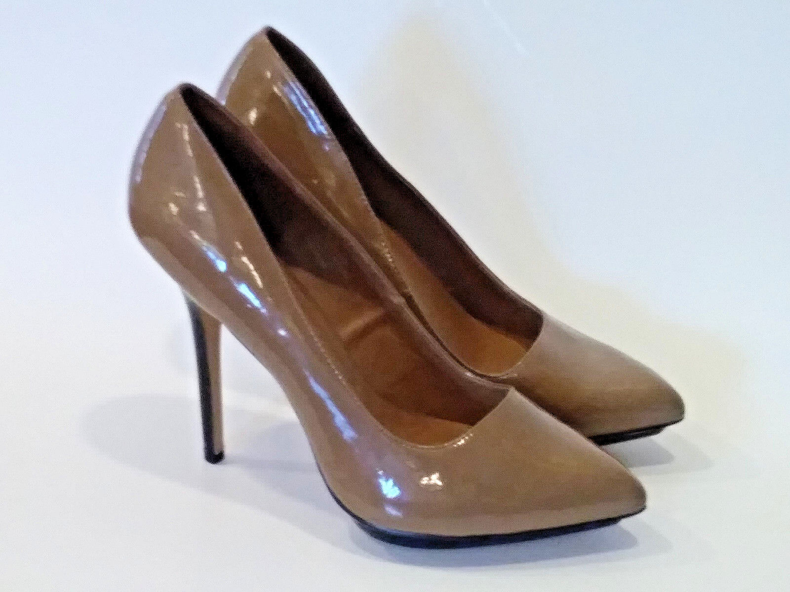 JS BY JESSICA SIMPSON  Tan Black Point Toe Stiletto Heels EXCELLENT