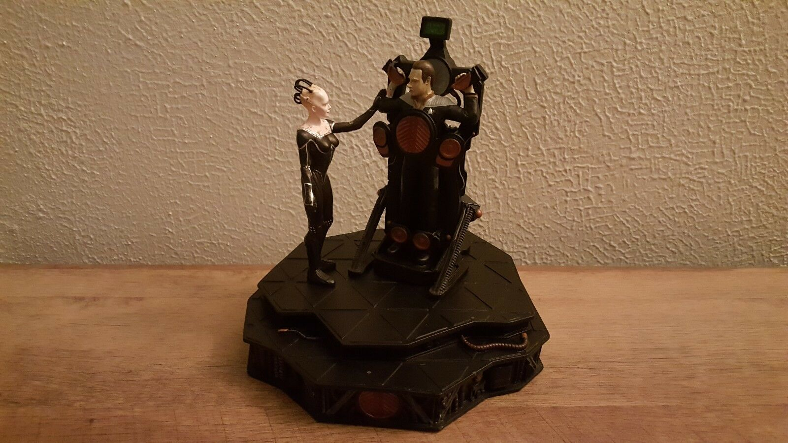1997 Borg Queen and Data 6  Statue Star Trek First Contact Cold Cast Diorama