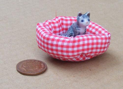 1:12 SCALA GATTO di Ceramica in un letto imbottito Pet Casa delle Bambole Accessorio Pet articolo 5776
