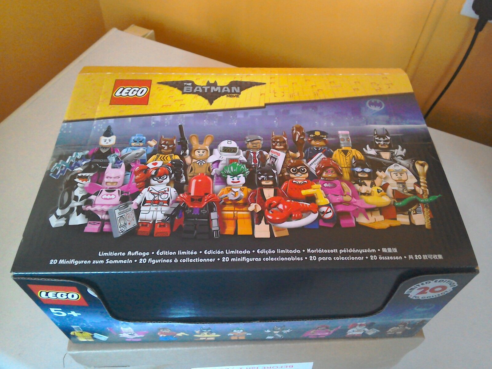 LEGO THE BATMAN MOVIE MINIFIGURES  SERIES 1 SHOP DISPLAY BOX  LIMITED EDITION