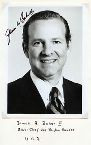 JAMES-BAKER-III-SIGNED-PHOTO-WITH-WHITE-HOUSE-LETTER-DURING-REAGAN-ADMIN-BN4225