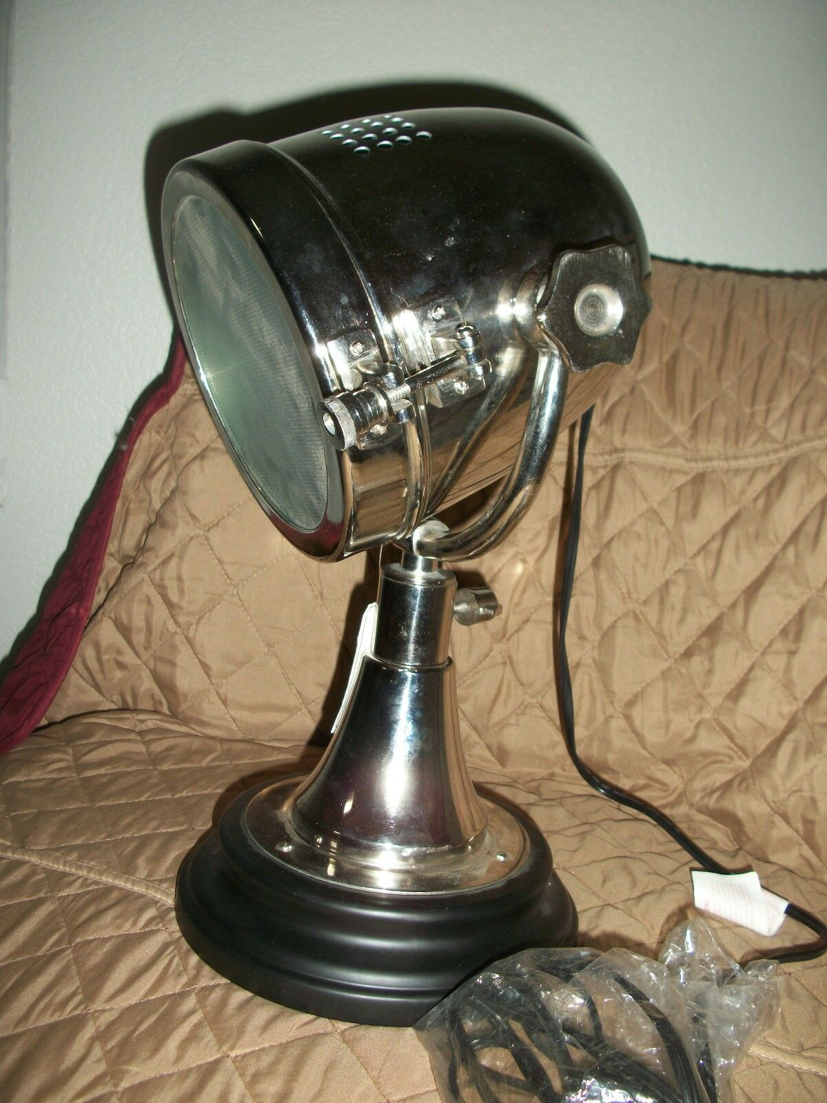 BRAND NEW     SPOTLIGHT  STYLE LAMP ..TABLE MODEL