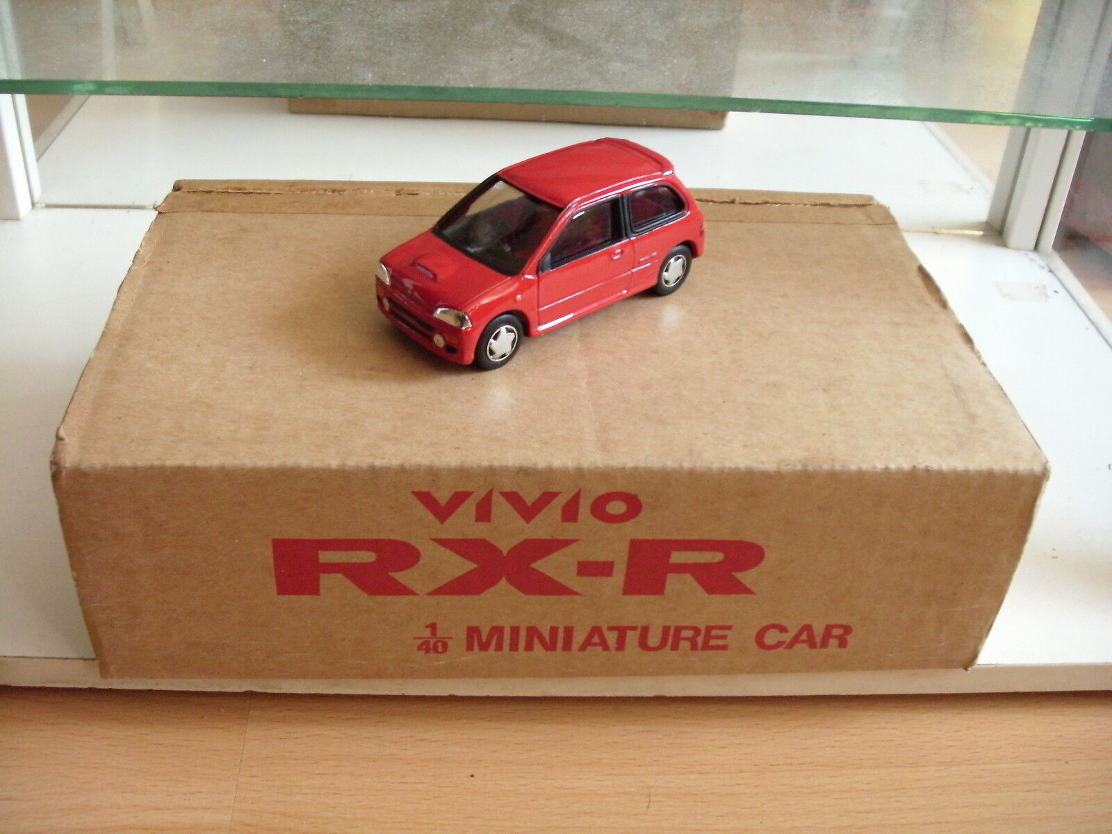 Von hand gebaut - modell fuji industrien subaru vivio rx-r rot 1  40 im kasten