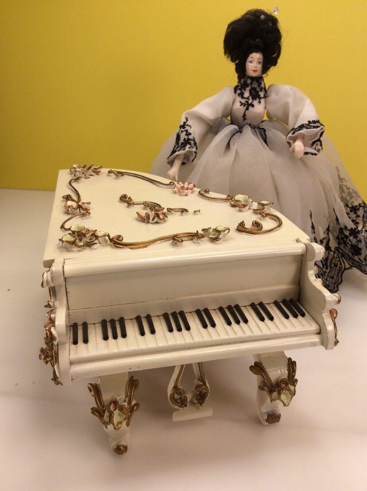 Vintage Spielwaren piano Casa de Muñecas en Miniatura con Caja de música hecha en Suiza