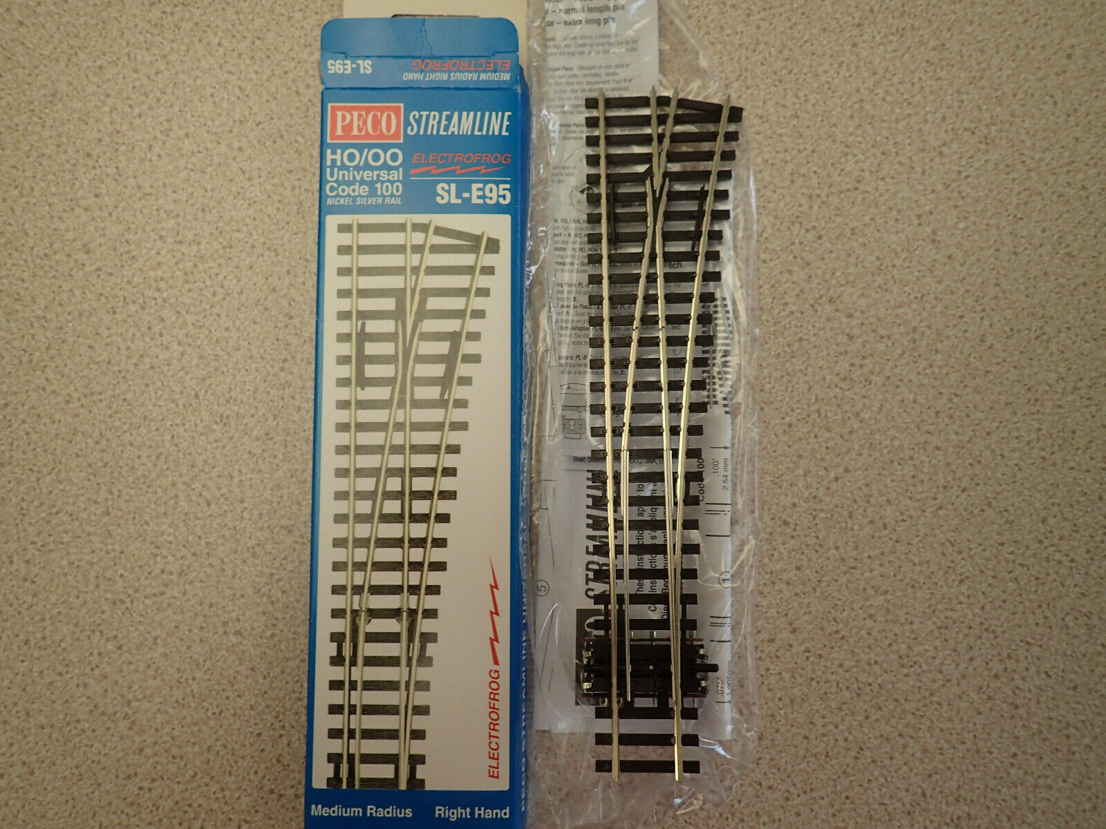 PECO SL-E95 Medium Radius 1st Post 915mm R//H Electrofrog Code 100 Point /'00/'