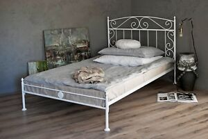 metallbett in weiss ecru oder schwarz 90x200 aus schmiedeeisen inkl lattenrost ebay. Black Bedroom Furniture Sets. Home Design Ideas