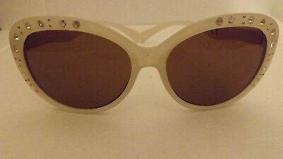 874b1911bb3b Details about CHILDRENS Designer Sunglasses KIDS SUNGLASSES WHITE WITH  DIAMANTE ALONG THE RIMS