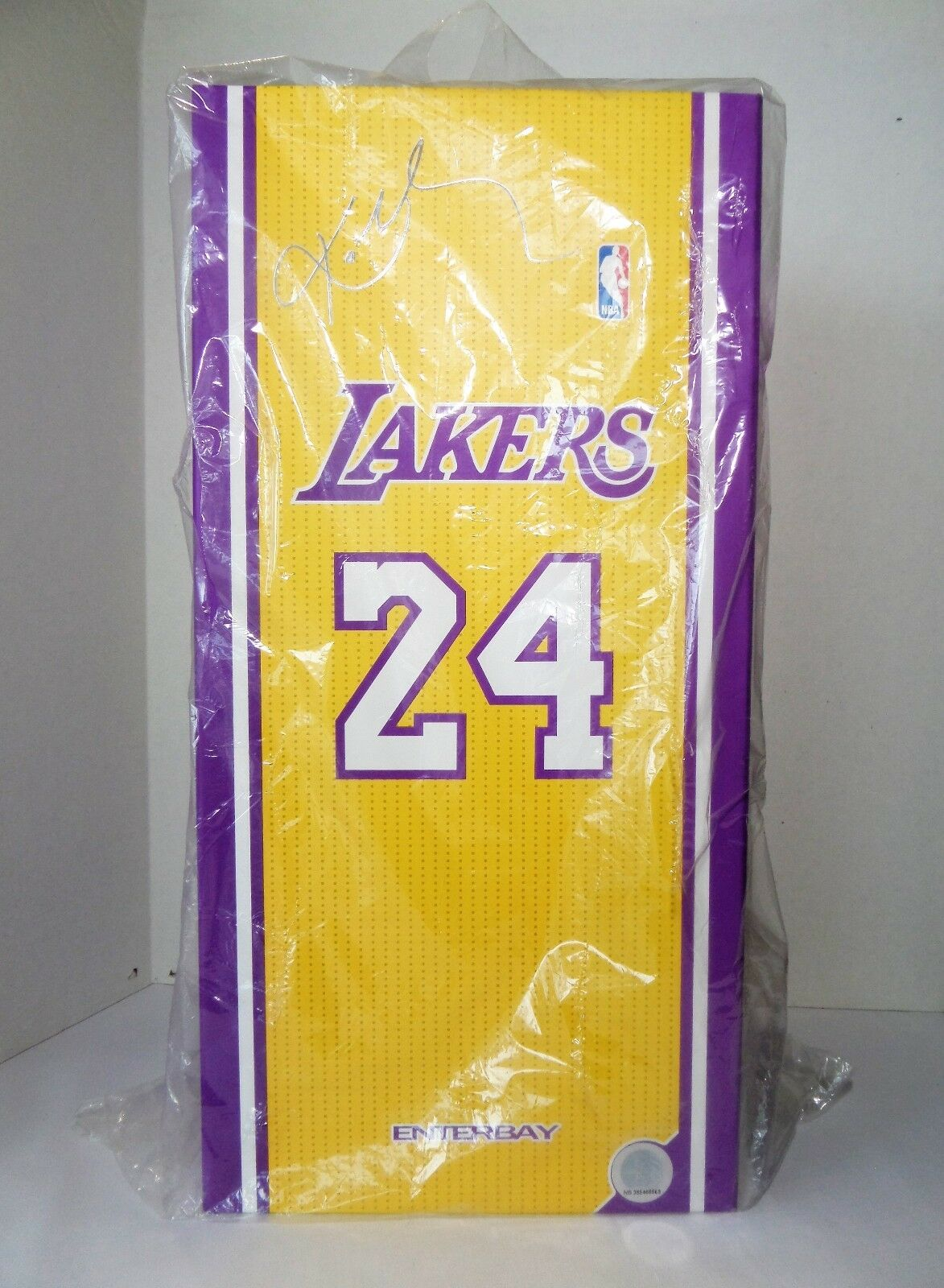 Enterbay NBA Real Masterpiece Kobe Bryant Ver. 2.0 1 6 Scale Figure