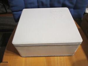 Blechdose-delacre-weiss-gut-erhalten-23x24x9-5-cm