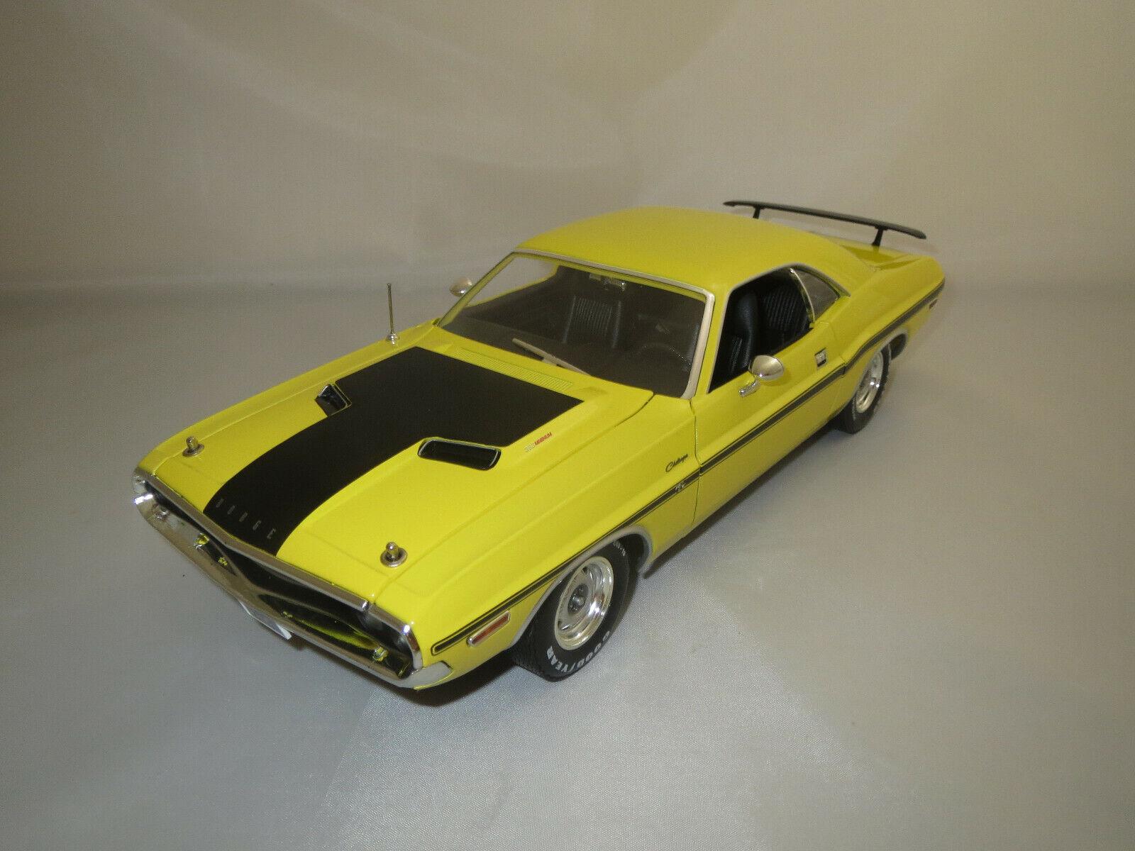 vertlumière  183209 Dodge Challenger R T (jaune noir mat) 1 18 neuf dans sa boîte  prix bas 40%