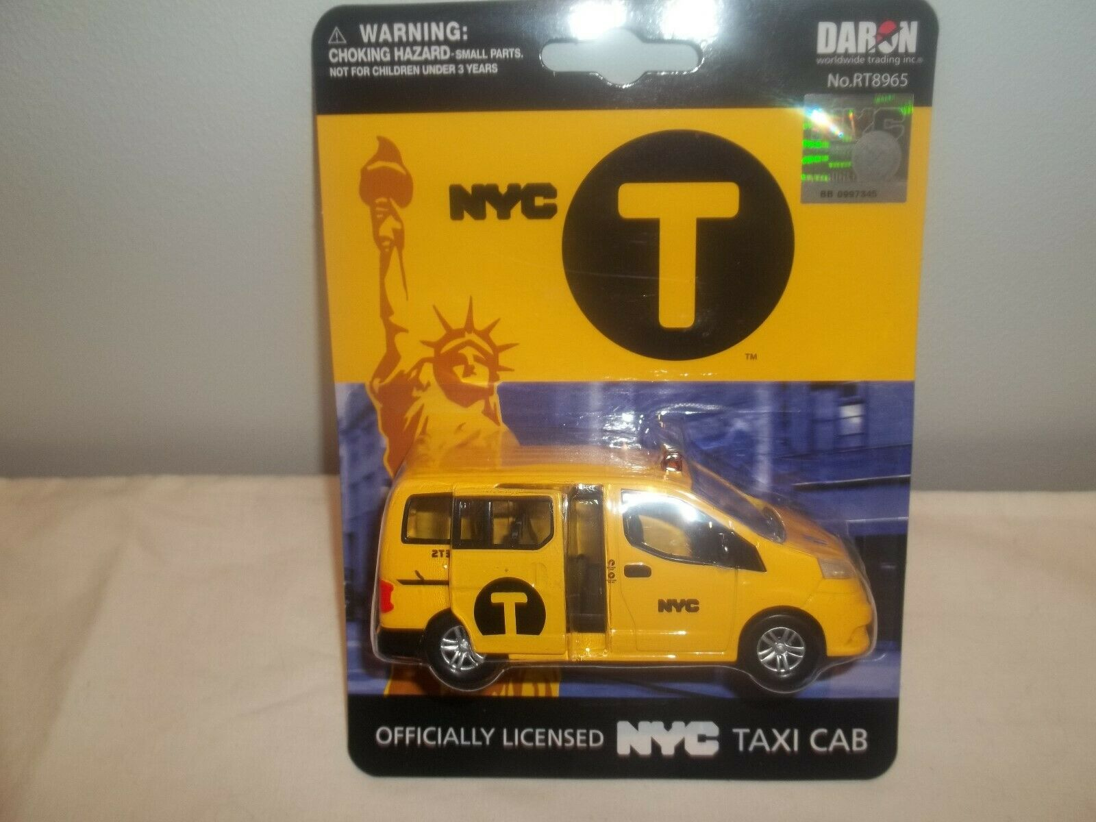 Daron Toys RT8965 NYC Taxi Cab 1 43 New & Sealed