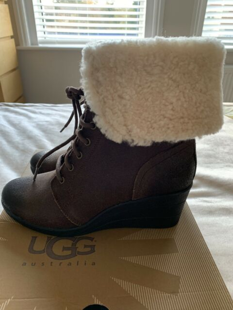 209f4204977 Womens UGG Zea Shearling Wedge Chocolate Ankle BOOTS Size UK 6