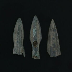 Ancient-Arrowheads-Rib-Bladed-Biblade-Weaponry-Patinaed-Lot-of-3