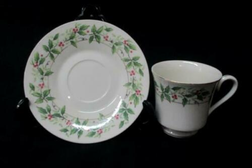 Holiday Traditions Teacup /& Saucer Lot Of 2 Holly Berries Gold Rim Christmas