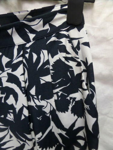 Womens Ladies New Cool Comfortable Floral Pleated Culottes//Shorts 6-12