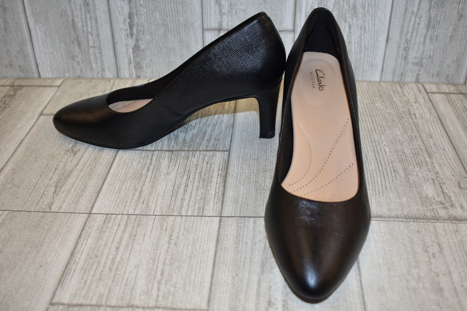 fd6019c0901d Buy Clarks Calla Rose Textured Leather PUMPS Women s Size 5m Black ...