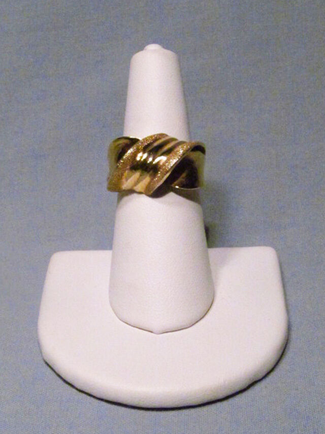14K Plumb Yellow Polished Brushed gold Ladies Twist Knot 14mm Ring - NICE