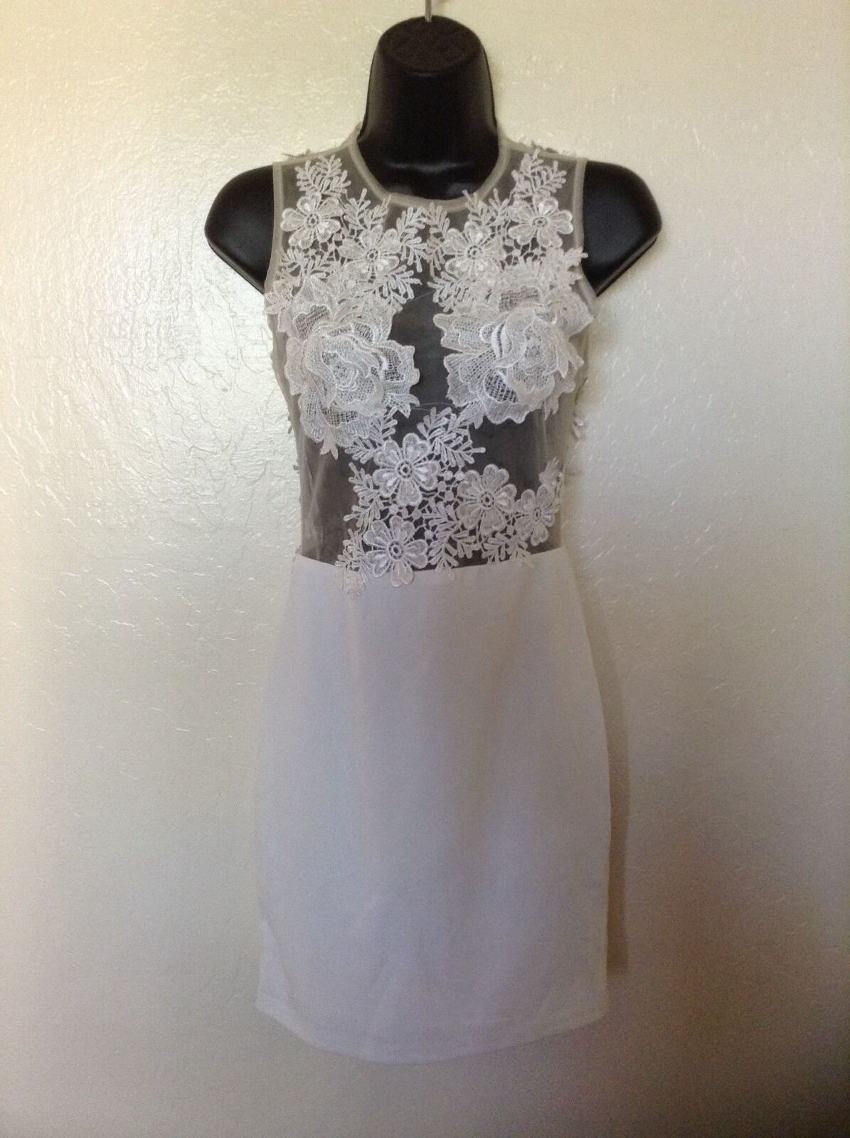 NEW MISSGUIDED  93 Ivory Floral Appliqué Bodycon Dress US 4