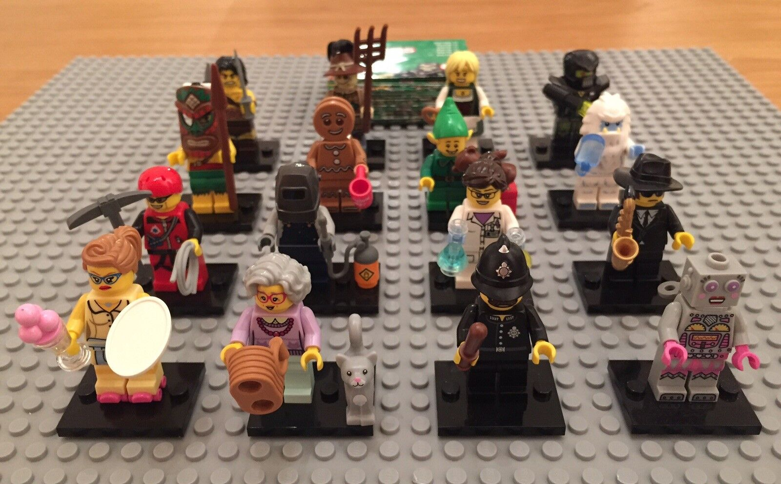 LEGO Series 11 Minifigures 71002 Complete Set. Brand New. Boxed