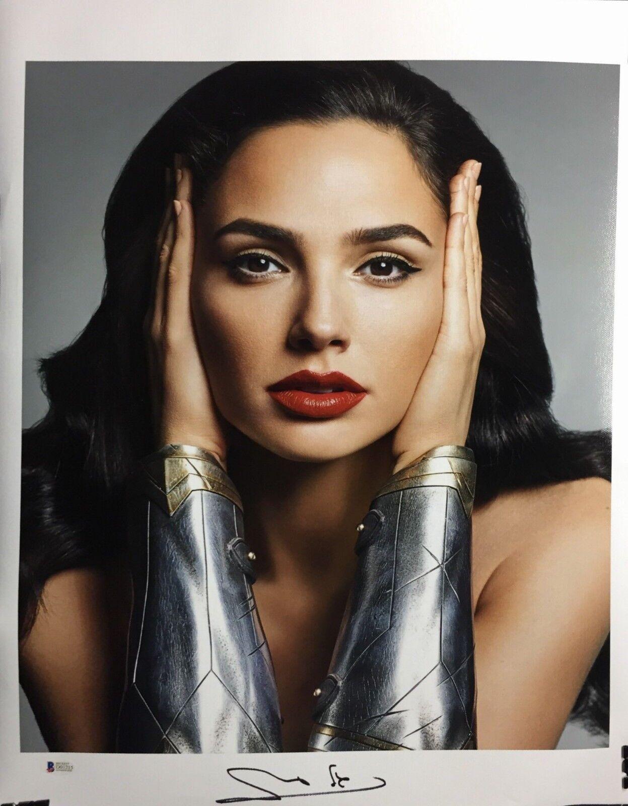 Gal Gadot Signed Wonder Woman 16x20 Canvas Photo Beckett BAS D01212