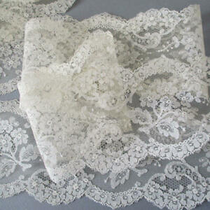 Vintage-Delicate-Chantilly-LACE-Trim-SCALLOPED-Flowers-4-034-Wide-X-5-Yds-DOLLS