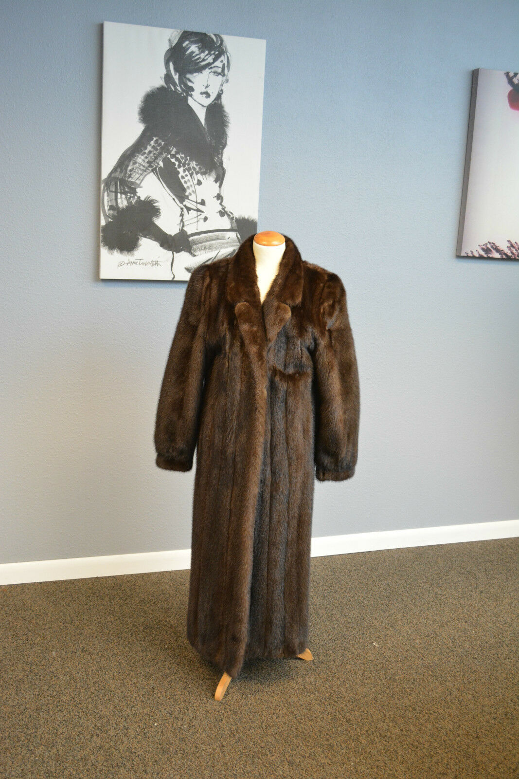 Mahogany Mink Fur Coat with notched collar. Pristine Condition  Ironed Glazed