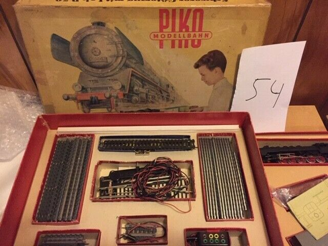 Set-54  HO scale PIKO set w. BR 50 lok, 4 cars ,switches, 1960s East Germany