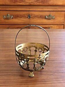 PANIER-DE-VITRINE-ROCOCO-ANCIEN-EN-LAITON-DORE-COURONNE-DE-LAURIER-Brass-basket