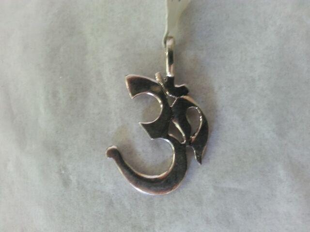 Beautiful Om Pendant 925 Sterling Silver Hindu Buddhist Amazing Tibetan Charm