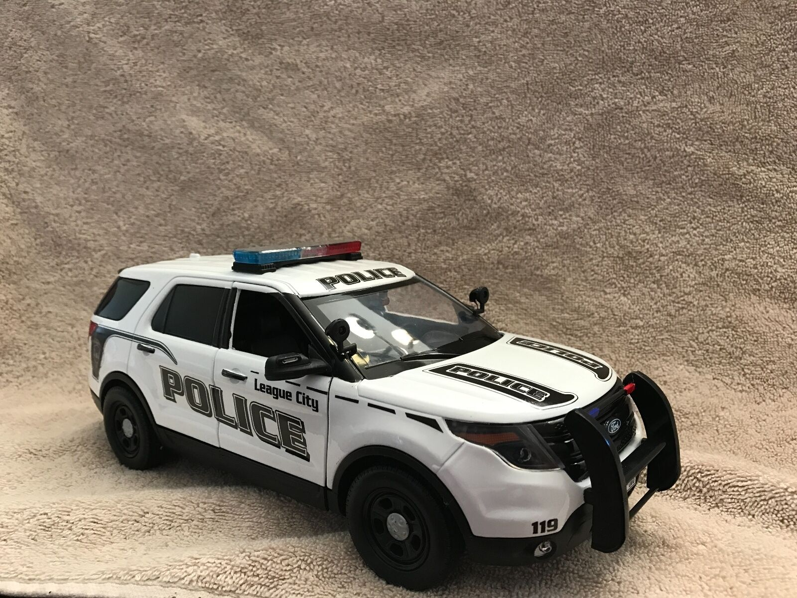 1 18 SCALE LEAGUE CITY TX PD FD EXPLORER DIECAST WITH WORKING LIGHTS AND SIREN