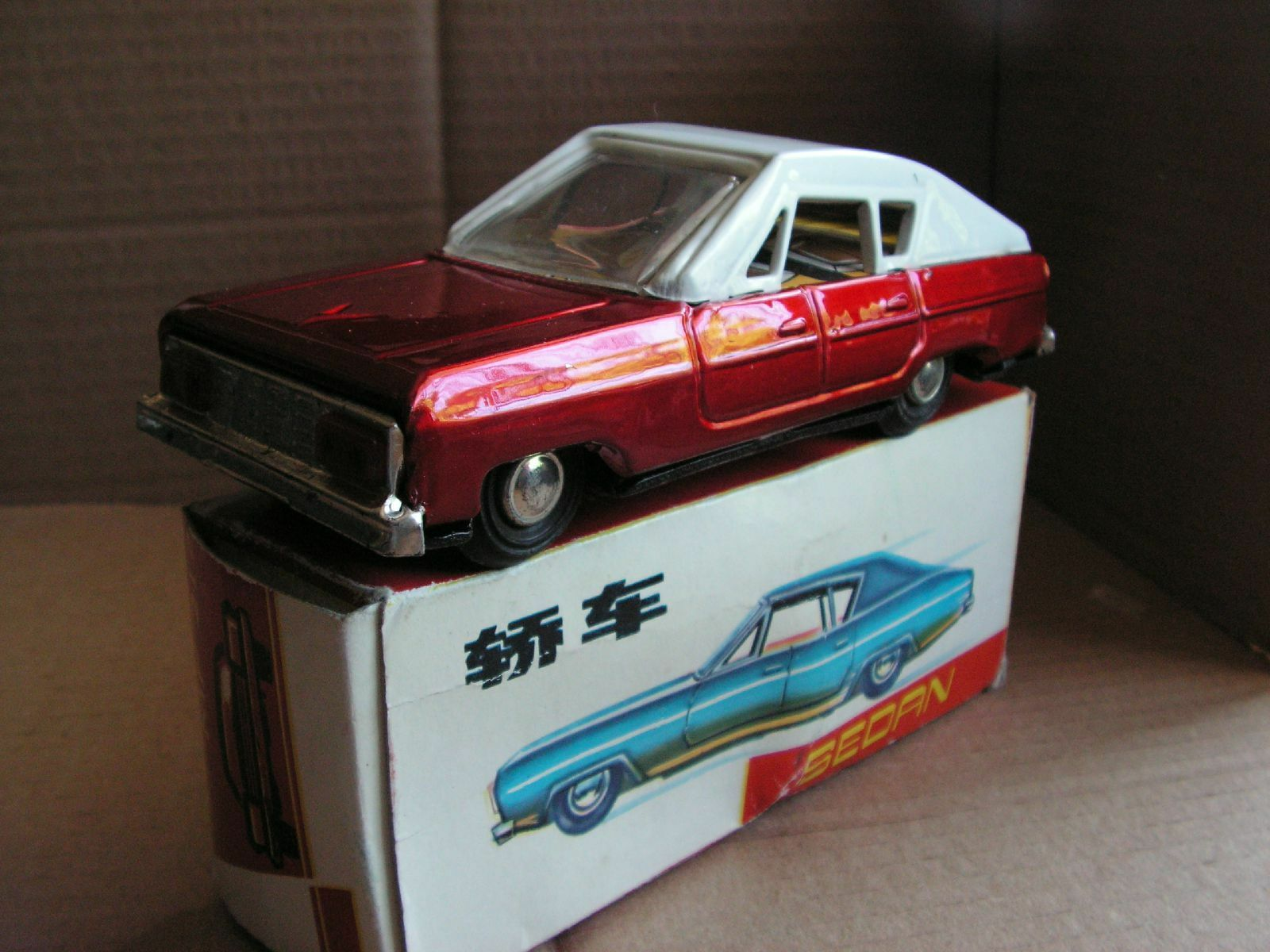 MF 217 FRICTION SEDAN TIN TOY  TOLE  VINTAGE 60 70
