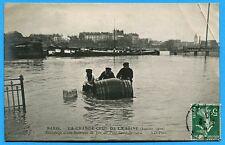 CPA: Paris -La Grande Crue de la Seine - Sauvetage d'une Barrique de Vin...