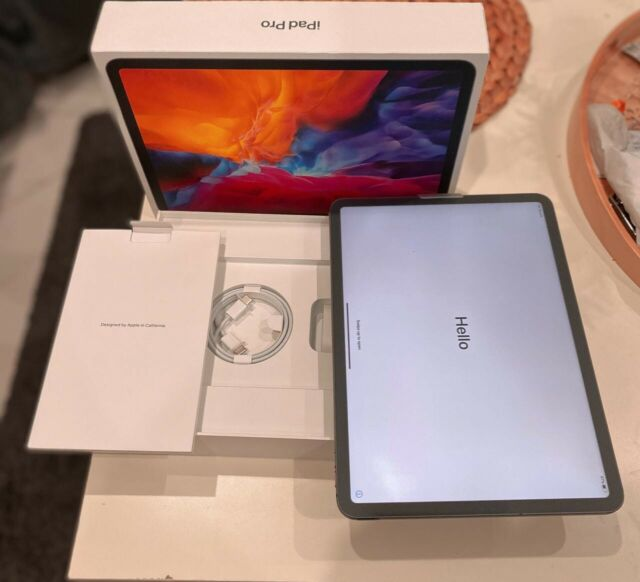 Apple iPad Pro 2nd Gen. 128GB, Wi-Fi + Cellular, 11 in - Space Grey (AU Stock)