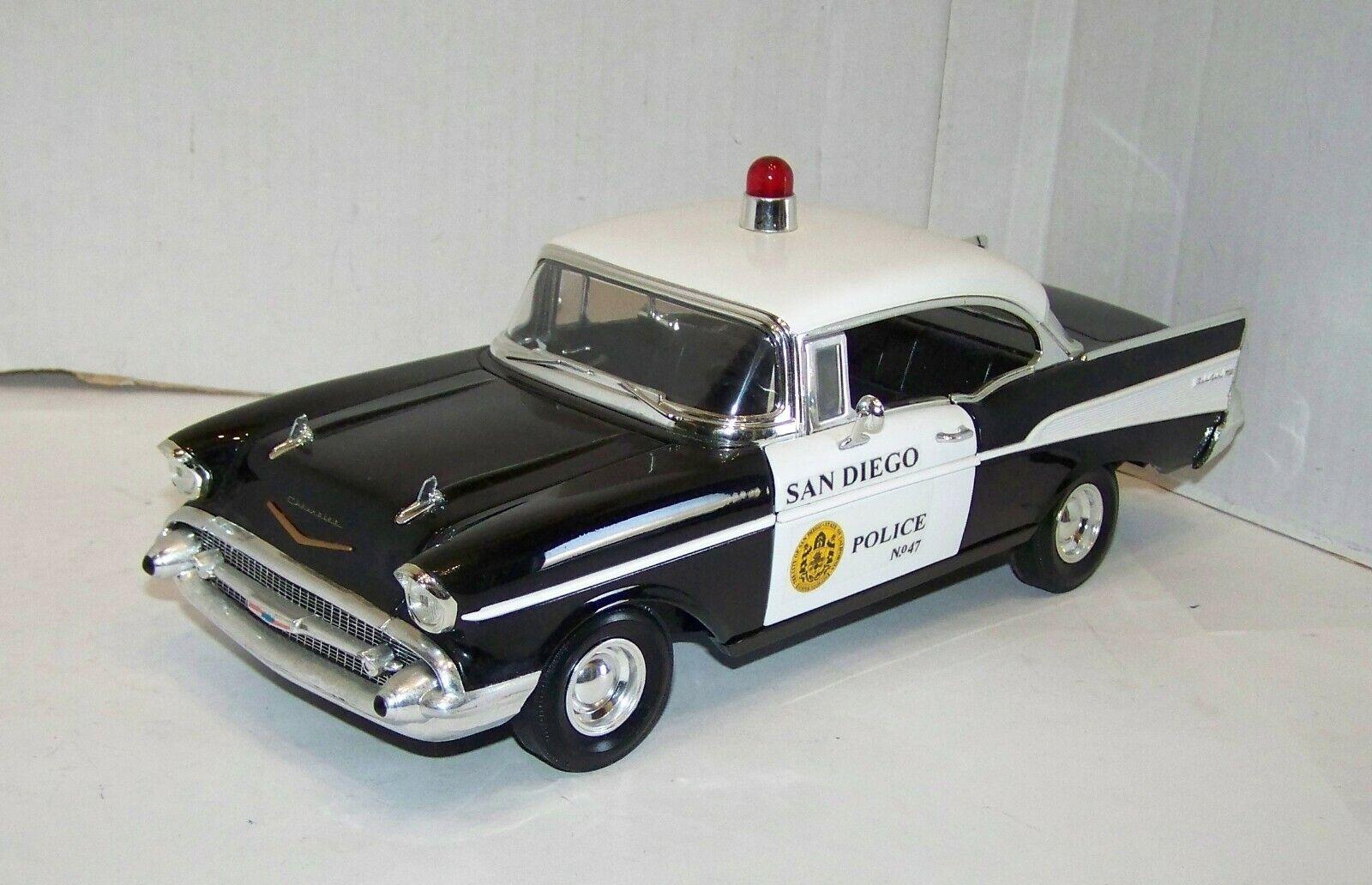 Ertl 1 18, Chevrolet Chevy Bel Air, San Diego Police, Polizei, lesen, XR8891X