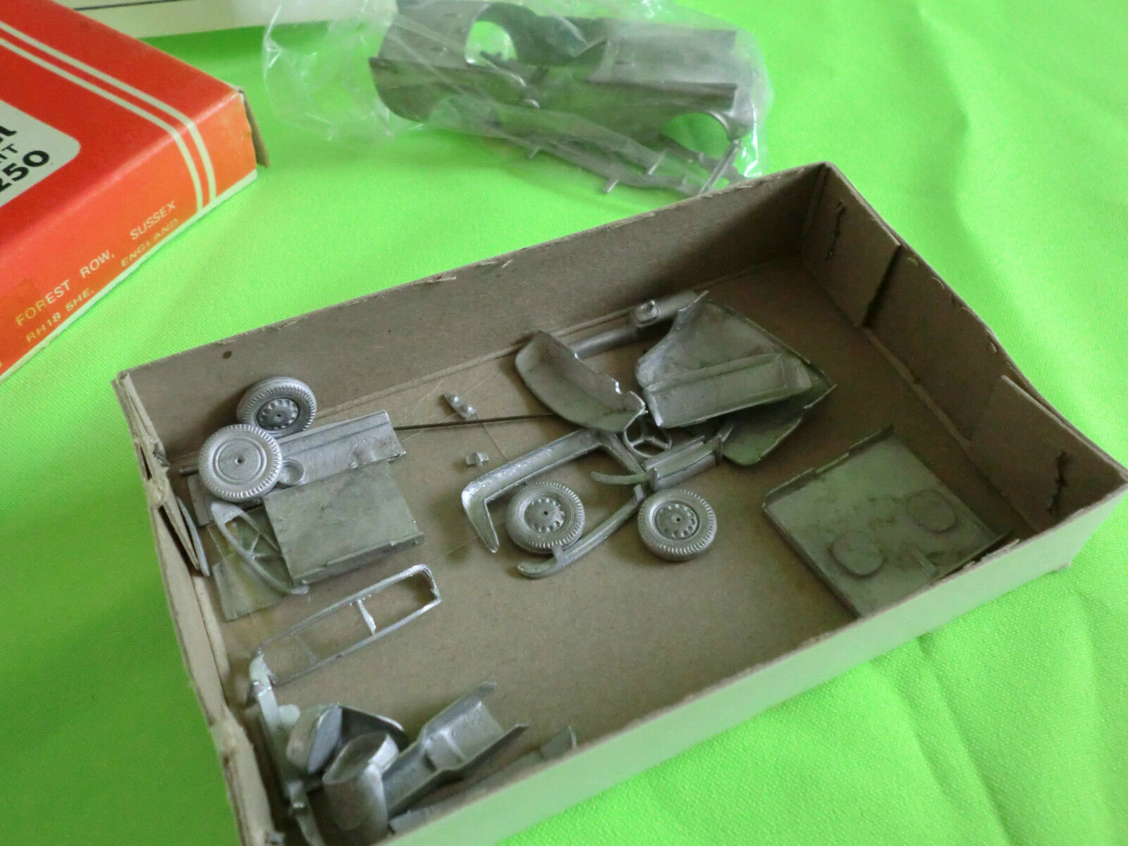 WILLS FINECAST 1 43    - DAIMLER SP250   -  UNBUILT KIT  -   IN GOOD CONDITION 591d2e